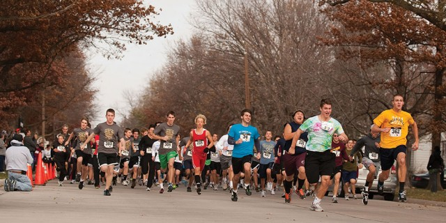 Participants in the 20th annual Howard Hustle begin the race during Thanksgiving Weekend. Pictured in front from left are prospective students Jared Wedel (Hesston, Kan.), Joshua Troyer (Goshen, Ind.), Nick Woodward (Goshen, Ind.), sophomore Stephen Quenzer (Visalia, Calif.), sophomore Andrew Penner (Fresno, Calif.), freshman Matt Hershey (Harleysville, Pa.) and prospective student Tyler Denlinger (Perkasie, Pa.).