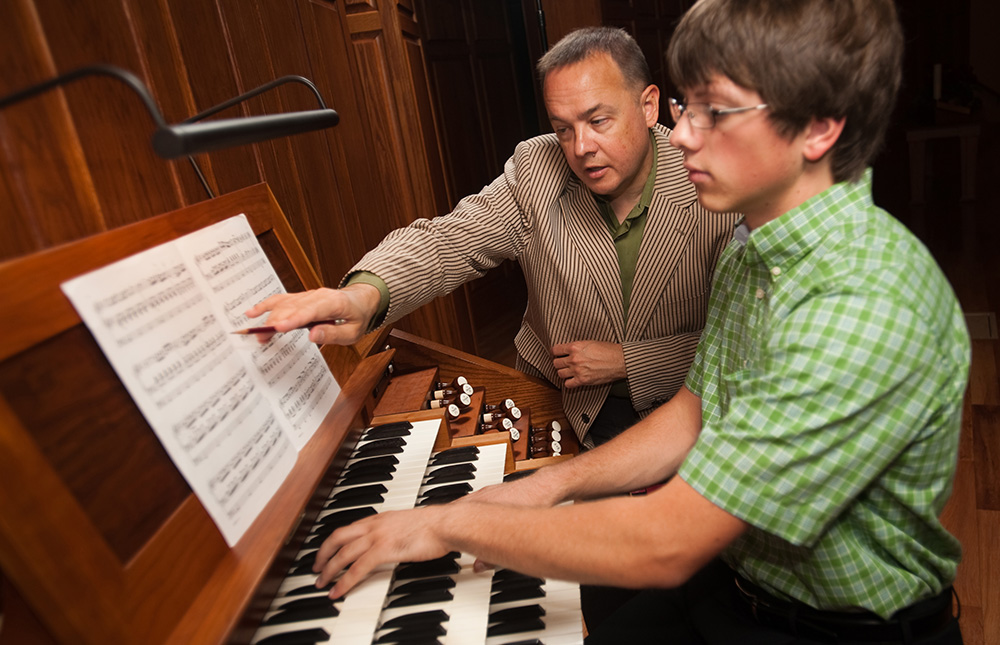 Music faculty member Ken Rodgers teaches an organ lesson
