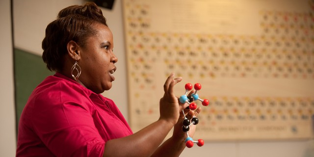 Marelby Mosquera '04 teaches an Introductory Chemistry class.