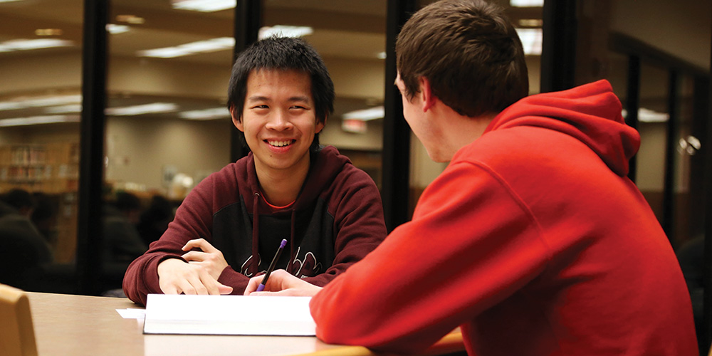 Kelvin Ferbianto and Jason Oyer work on homework together in the library. Photo by Alex Leff.