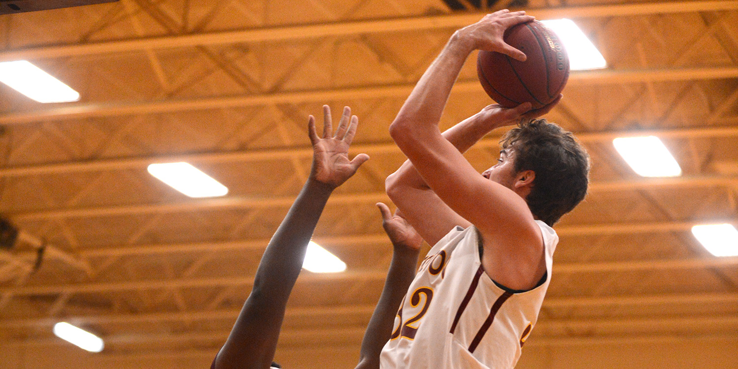 Men's basketball loses in Salina to end year