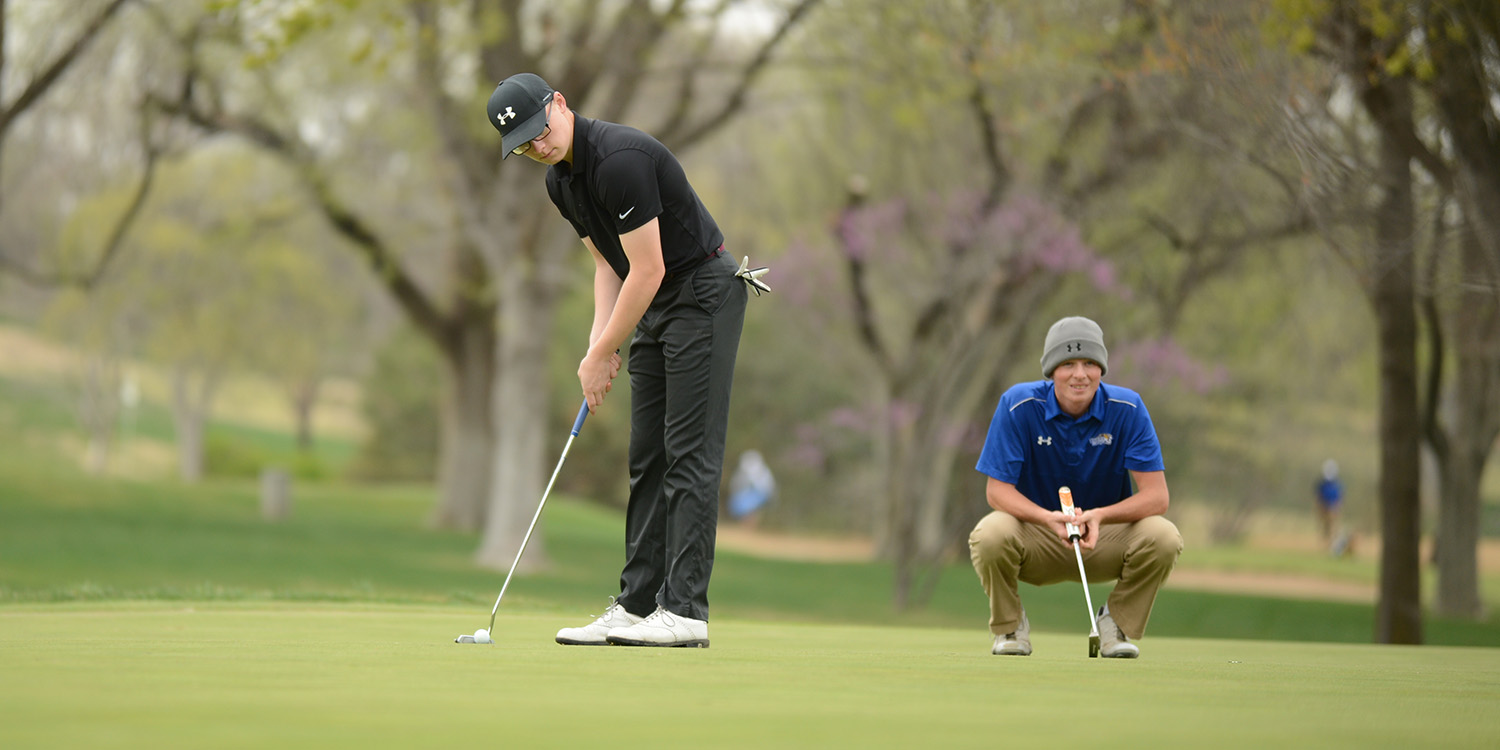 Chandler Roberts putts for Hesston College golf