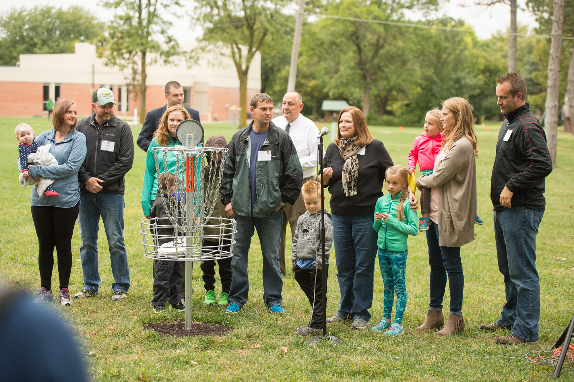 Patsy (King) '75 Unruh introduces her and Doug Unruh's '74 children and grandchildren at the Disc Golf Course dedication.