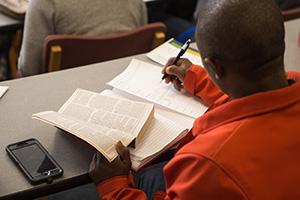 A student in Bib Lit class