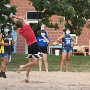 Students play water balloon volleyball during Mod Olympics, Opening Weekend 2020.